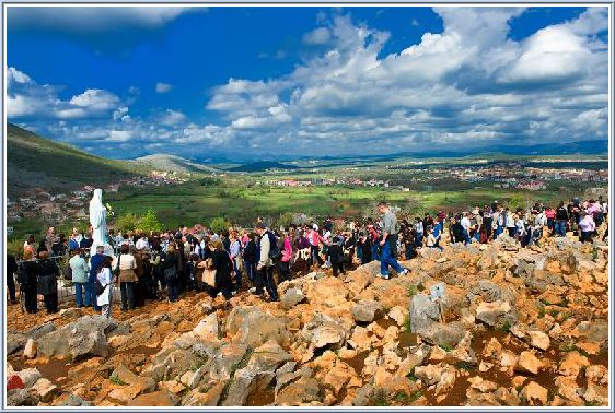 http://www.medjugorje.ws/data/olm/images/articles/silvia-busi-apparition-hill-podbrdo-medjugorje.jpg