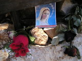 Picture of Our Lady below the 6th station